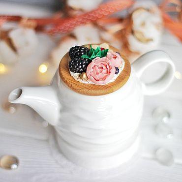 Посуда ручной работы. Ярмарка Мастеров - ручная работа Чайник с вкусным декором.. Handmade.
