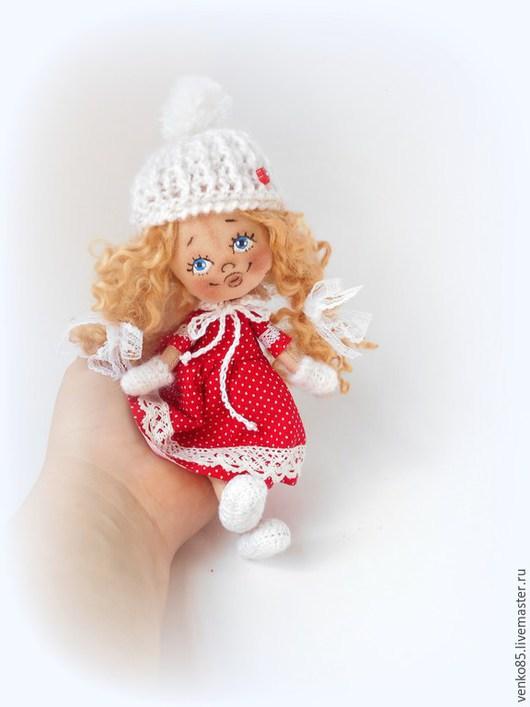 Коллекционные куклы ручной работы. Ярмарка Мастеров - ручная работа. Купить Чудо на ладошке в Шапочке и Варежках. Handmade. Красный с белым