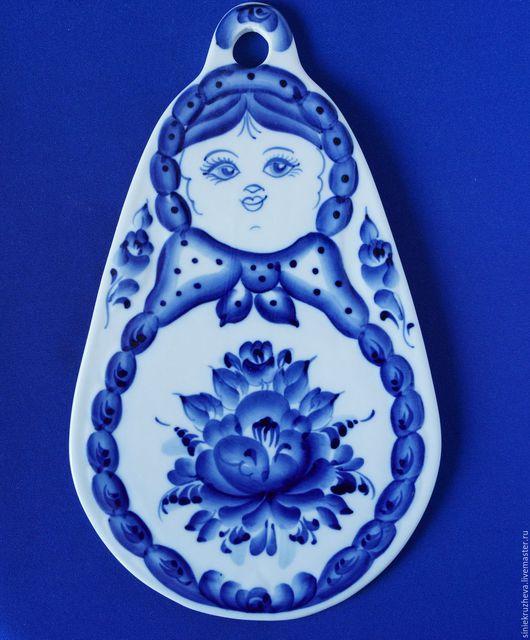 """Кухня ручной работы. Ярмарка Мастеров - ручная работа. Купить Доска для сыра """"Кукла"""", гжель, авторская работа. Handmade. Синий"""