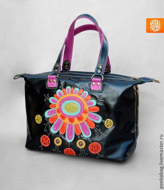 Черная сумка из натуральной кожи. Кожаная сумка с аппликацией. Яркая сумка кожа