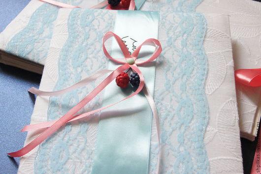 Свадебные аксессуары ручной работы. Ярмарка Мастеров - ручная работа. Купить Папка для свидетельства на ягодную свадьбу. Handmade. Ярко-красный