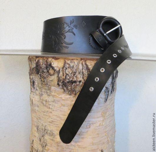 Пояса, ремни ручной работы. Ярмарка Мастеров - ручная работа. Купить Асимметричный гравированный кожаный пояс с кожаной пряжкой. Handmade.