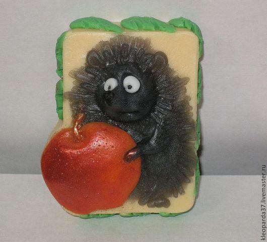 """Мыло ручной работы. Ярмарка Мастеров - ручная работа. Купить Мыло сувенирное """"Ёжик с яблоком"""".. Handmade. Лимонный"""