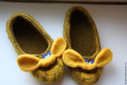 """Обувь ручной работы. Ярмарка Мастеров - ручная работа. Купить Тапочки """"пчелки"""". Handmade. Домашние тапочки, желтый цвет"""