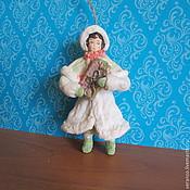 Подарки к праздникам ручной работы. Ярмарка Мастеров - ручная работа Девочка с подарком №1. Ватные елочные игрушки. Handmade.