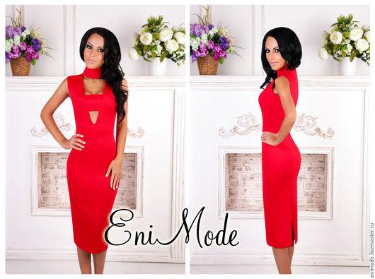 Платья ручной работы. Ярмарка Мастеров - ручная работа. Купить Элегантное красное платье-футляр с эффектными вырезами на груди. Handmade.