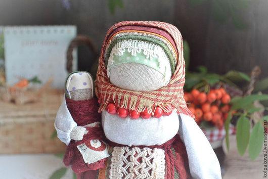"""Народные куклы ручной работы. Ярмарка Мастеров - ручная работа. Купить куколка-оберег Рябинка""""Солнечная ягодка"""".. Handmade. Ярко-красный"""