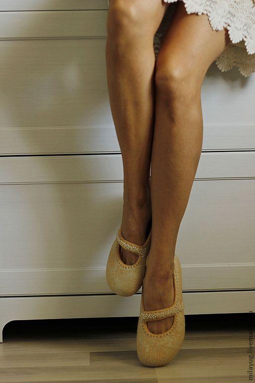 """Обувь ручной работы. Ярмарка Мастеров - ручная работа. Купить """"Медовый мрамор"""" валяные тапочки-балетки. Handmade. Бежевый, нежный"""