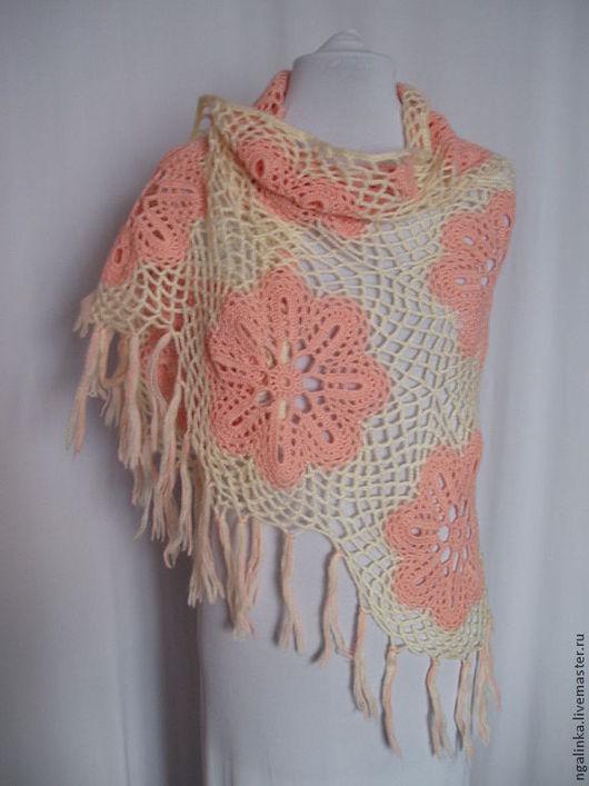 Шали, палантины ручной работы. Ярмарка Мастеров - ручная работа. Купить шаль из шерсти Крупные цветы. Handmade. Цветочный