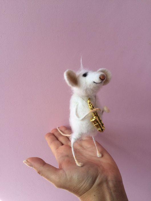 Игрушки животные, ручной работы. Ярмарка Мастеров - ручная работа. Купить Мышь джазмен из шерсти. Handmade. Саксофон, мышка