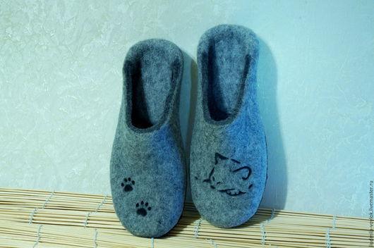 """Обувь ручной работы. Ярмарка Мастеров - ручная работа. Купить Валяные тапочки """"Серый кот"""""""". Handmade. Серебряный, тапочки из шерсти"""