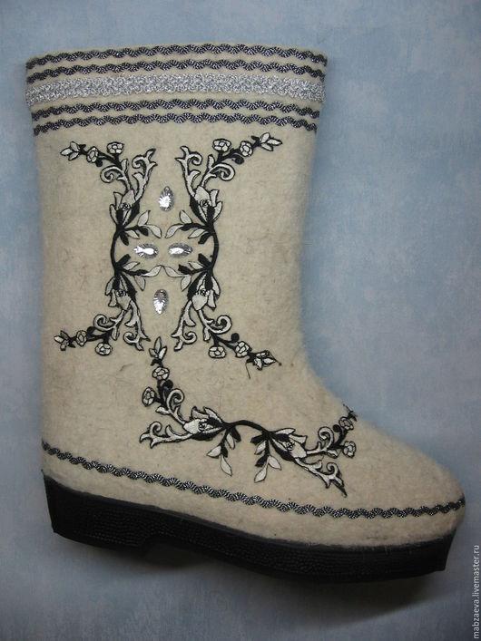 Обувь ручной работы. Ярмарка Мастеров - ручная работа. Купить Валенки с дизайнерской отделкой. Handmade. Белый, валенки, валенки для улицы
