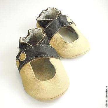 Обувь ручной работы. Ярмарка Мастеров - ручная работа Кожаные чешки пинетки сандалики бежевые тёмно-коричневые ebooba. Handmade.