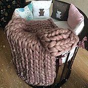 Для дома и интерьера ручной работы. Ярмарка Мастеров - ручная работа Супертолстый вязаный плед Kozaa`s Bags 80х120 см (xs) Пыльная роза. Handmade.