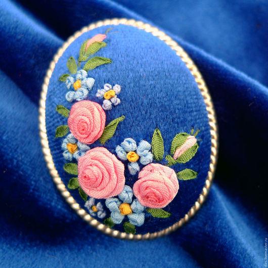Броши ручной работы. Ярмарка Мастеров - ручная работа. Купить Брошь с вышивкой Английские розы. Handmade. Синий, купить брошь