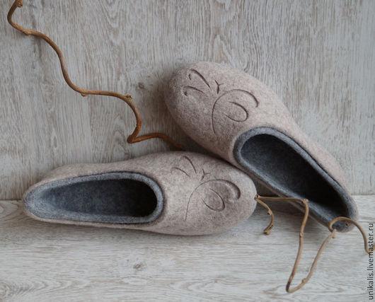 """Обувь ручной работы. Ярмарка Мастеров - ручная работа. Купить Валяные тапочки-балетки """"Стрекозы. Японская каллиграфия"""". Handmade. Бежевый"""