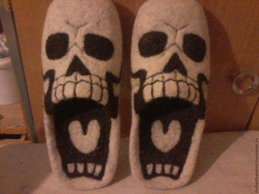 """Обувь ручной работы. Ярмарка Мастеров - ручная работа. Купить Тапочки валяные """"Черепа"""". Handmade. Белый, тапочки домашние, подарок"""