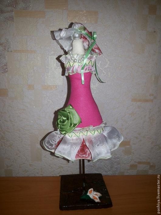 Интерьерные манекены-игольницы могут использоваться как украшение.