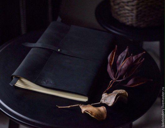 Блокноты ручной работы. Ярмарка Мастеров - ручная работа. Купить Блокнот из кожи А4 чёрный / книга отзывов из натуральной кожи. Handmade.