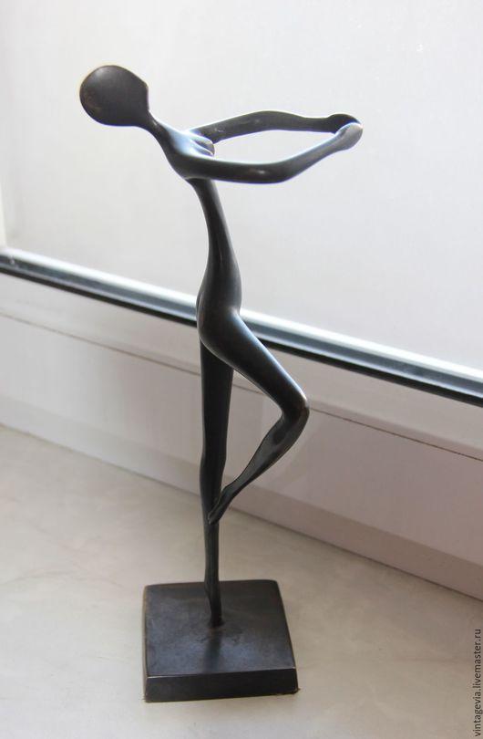 Vintage Via. Фигура женская, стилизованная - из бронзы `Танцующая`, на постаменте