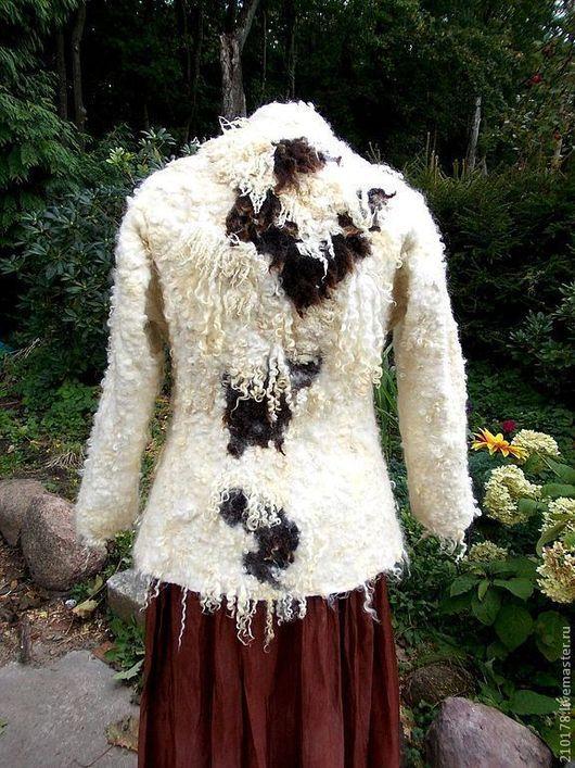 Теплое, укороченное пальто молочного цвета из шерсти и шелка, приталенного силуэта. Пальто купить, жакет с кудрями, пальто с кудрями, Валяное пальто