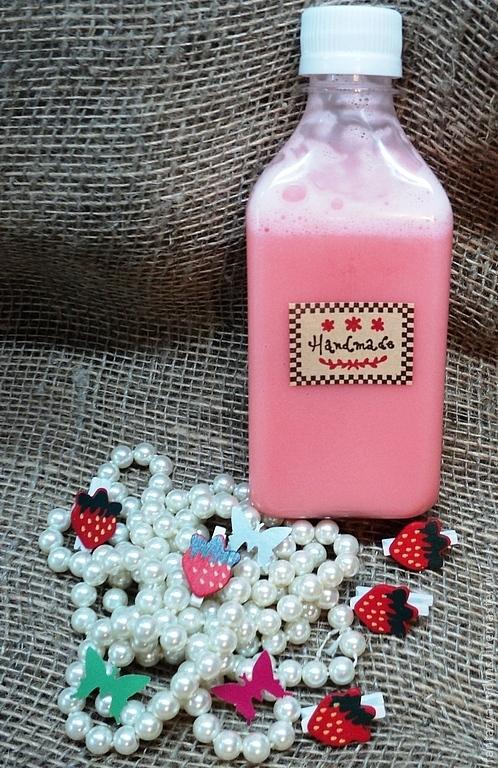 """Пена, молочко для ванны ручной работы. Ярмарка Мастеров - ручная работа. Купить Пена для ванны """"Сочная земляника"""".. Handmade."""