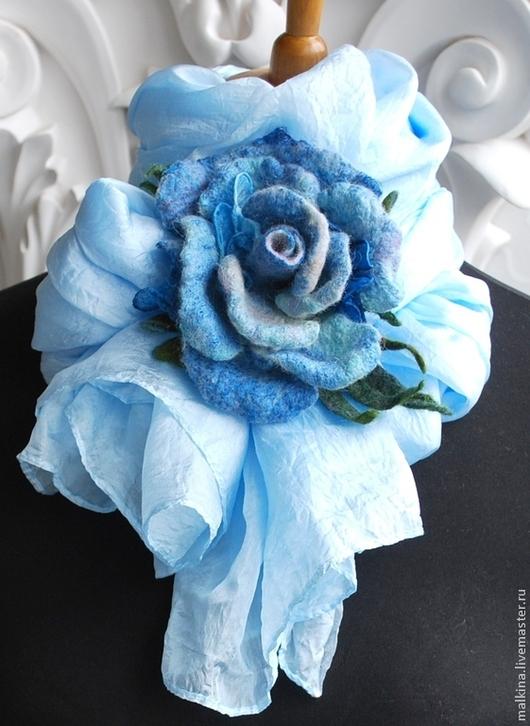Шарфы и шарфики ручной работы. Ярмарка Мастеров - ручная работа. Купить Шелковый шарф-палантин с брошь розой. Handmade. Голубой