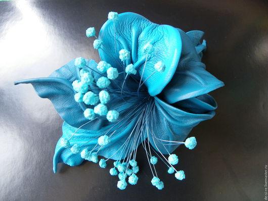 Заколка-автомат  для волос из кожи `Морская бирюза` бирюзовая морская волна . Удобная и надежная заколка автомат для волос. Оригинальный объёмный авторский цветок для волос. Романтическое украшение .