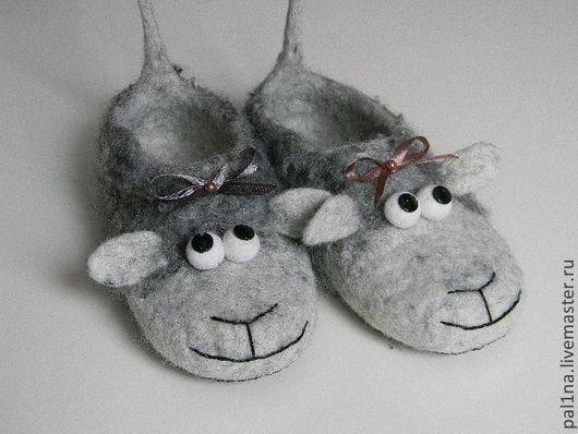 """Обувь ручной работы. Ярмарка Мастеров - ручная работа. Купить Тапочки """"Овечки"""". Handmade. Овечка, подарок девушке, атласная лента"""