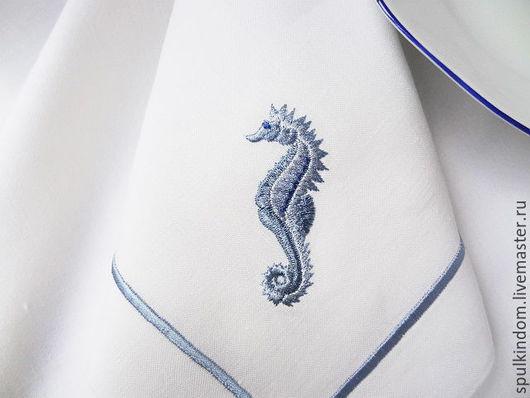 Салфетка с вышивкой `Морской конек` из серии `Обитатели моря`  `Шпулькин дом` мастерская вышивки