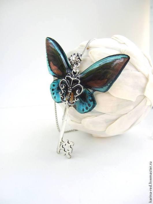 прозрачный кулон ключ синяя бабочка купить подарок магазин подарков кулон фото прозрачные украшения с крыльями бабочки кулон бабочка интернет магазин украшений эпоксидная смола кулон магазин украшений