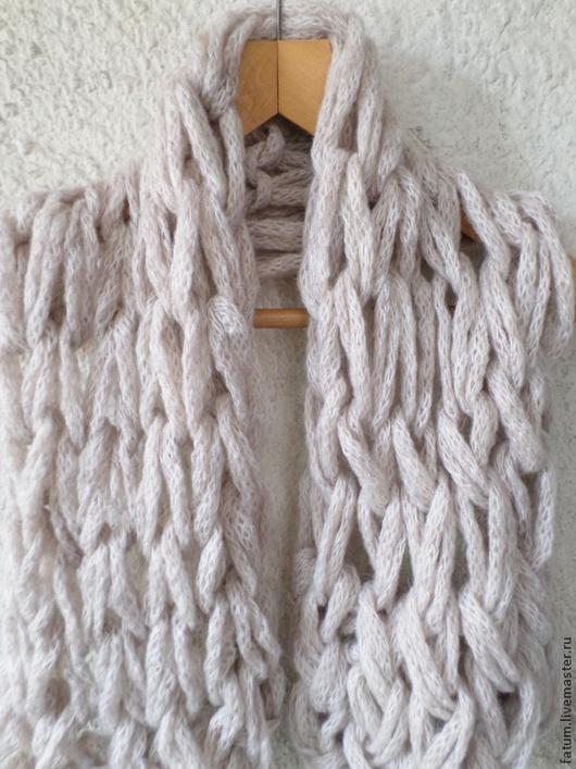 Шарфы и шарфики ручной работы. Ярмарка Мастеров - ручная работа. Купить Шарф крупной ручной вязки Нежный беж. Handmade.