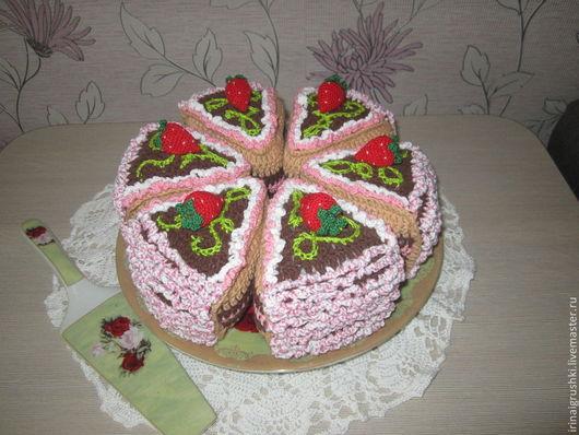 Еда ручной работы. Ярмарка Мастеров - ручная работа. Купить ягодный торт. Handmade. Вязаная еда, клубничный, синтепон
