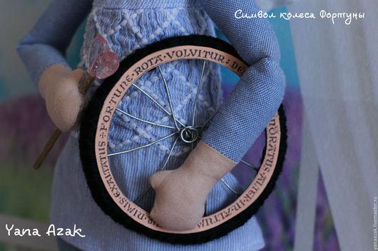 Ангел с колесом фортуны,в джинсах,носочках,сделанный с любовью и добром!