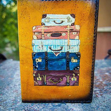 Сувениры и подарки ручной работы. Ярмарка Мастеров - ручная работа Аксессуары: Кожаная обложка на паспорт чемоданы. Handmade.