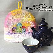 Для дома и интерьера ручной работы. Ярмарка Мастеров - ручная работа Войлочная грелка на чайник с домиками. Handmade.