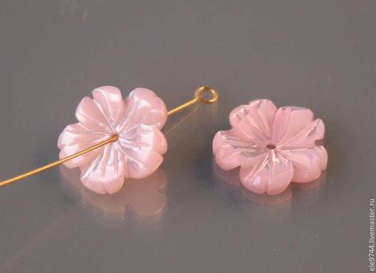Для украшений ручной работы. Ярмарка Мастеров - ручная работа. Купить 15мм.  Цветочек резной из перламутра розовый. Handmade.