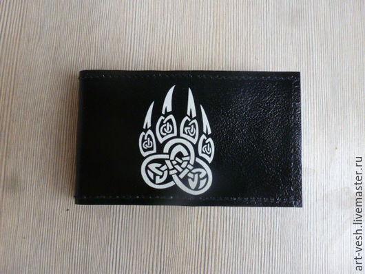 Визитница кожаная на 18 карт `Лапа волка` Подарок на 23 февраля.