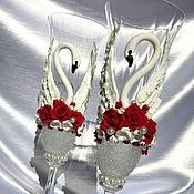"""Свадебный салон ручной работы. Ярмарка Мастеров - ручная работа Свадебные бокалы  """"Лебединая верность"""" (красно-белый). Handmade."""