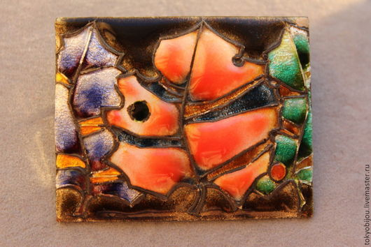Необычная авторская брошь с Окинавы из металла с красивой эмалью, очень качественная и индивидуальная работа. Изображает тропические листья пальмы разных, ярких и таких теплых цветов!\r\nТепло!