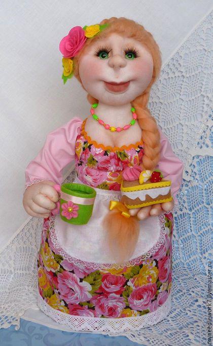 Человечки ручной работы. Кукла-грелка на чайник. Татьяна. Интернет-магазин Ярмарка Мастеров. Кукла на чайник, декор кухни, капрон