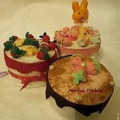 Подарки к праздникам ручной работы. Ярмарка Мастеров - ручная работа Фетровые подарочные тортики. Handmade.