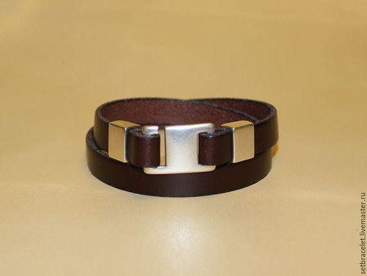 Украшения для мужчин, ручной работы. Ярмарка Мастеров - ручная работа. Купить Кожаный мужской браслет из кожи - плоский шнур коричневый замок крюк. Handmade.