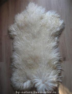 Козья шкура с длинным ворсом (16-20 и более см), отлично подходит для изготовления кукольных волос. На фото шкура с волосом 22-24см. Цена образца 5000руб.