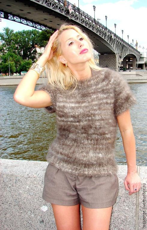 Безрукавка женская «Серая Жемчужина»  ручного вязания из собачьей шерсти. Пряжа ручного прядения .Изделие ручного вязания. Материал : вычесанный подшерсток бернского зенненхунда. Связано из мягких