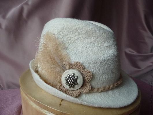 """Шляпы ручной работы. Ярмарка Мастеров - ручная работа. Купить Шляпка валяная """"Проплывая над городом..."""". Handmade. Белый"""