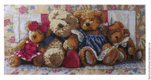 """Детская ручной работы. Ярмарка Мастеров - ручная работа. Купить Вышитая картина крестиком """"Семейство мишек"""". Handmade. Разноцветный"""