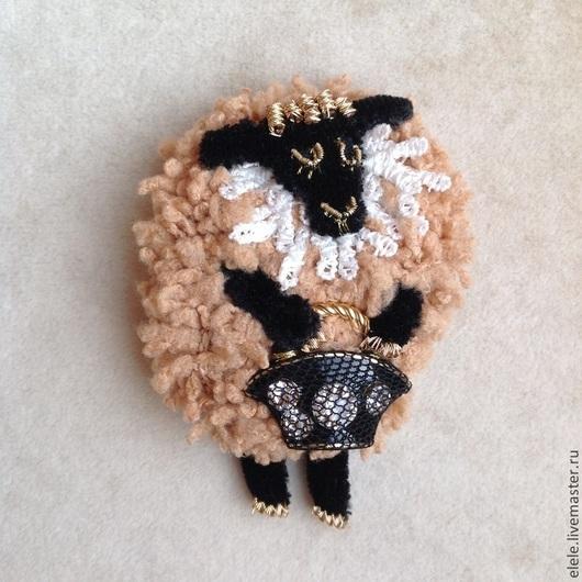 Броши ручной работы. Ярмарка Мастеров - ручная работа. Купить Овечка. Handmade. Бежевый, авторские украшения, символ 2015 года