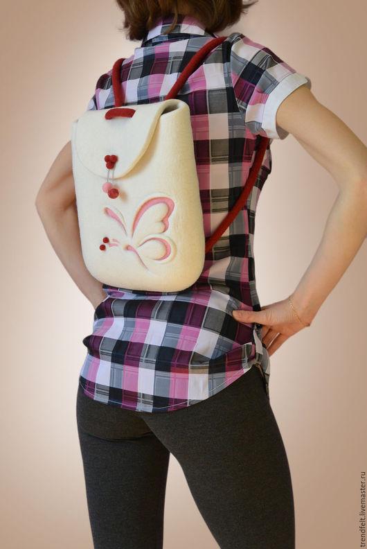 """Женские сумки ручной работы. Ярмарка Мастеров - ручная работа. Купить Рюкзак валяный """"Ассоль"""", рюкзак белый с бабочкой. Handmade."""