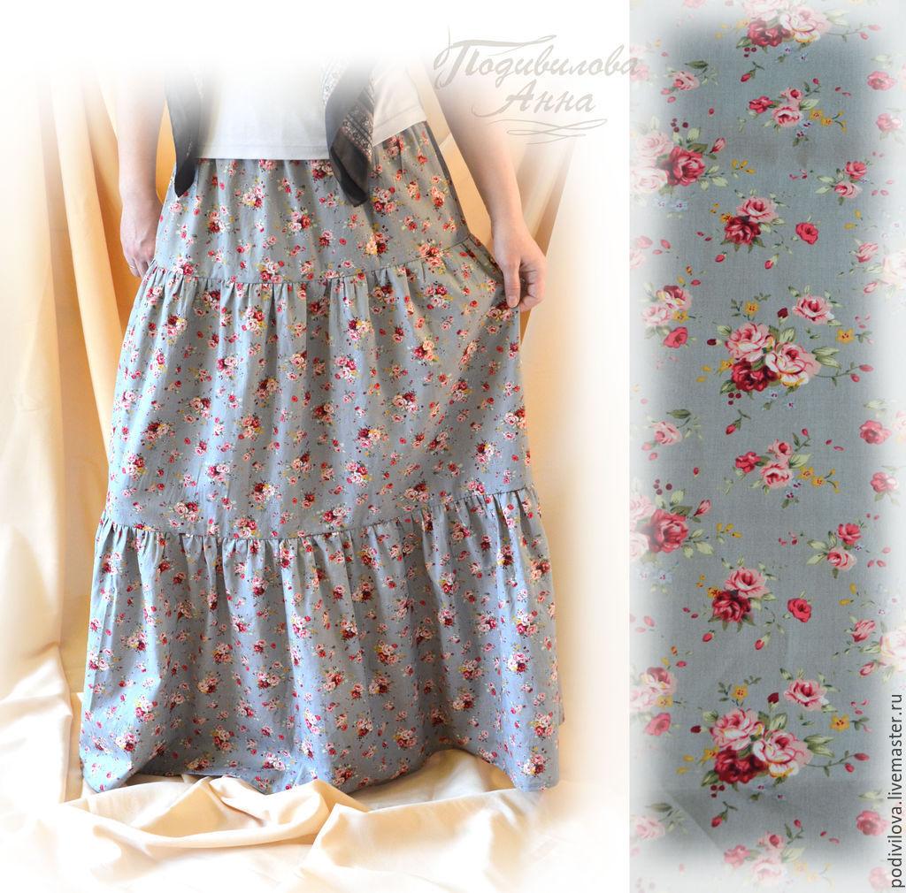 женщины в блузке и короткой юбке